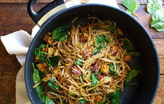 Noodles με λαχανικά και σόγια σως