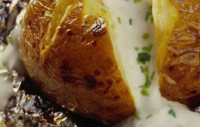 Γεμιστές πατάτες με μανιτάρια και έμενταλ