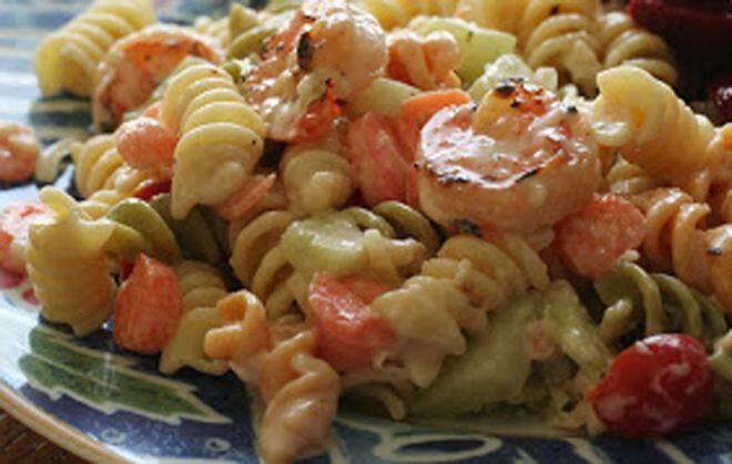 Σαλάτα µε μακαρόνια και γαρίδες