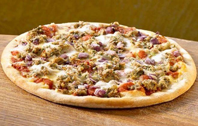 Μεσογειακή πίτσα με τόνο