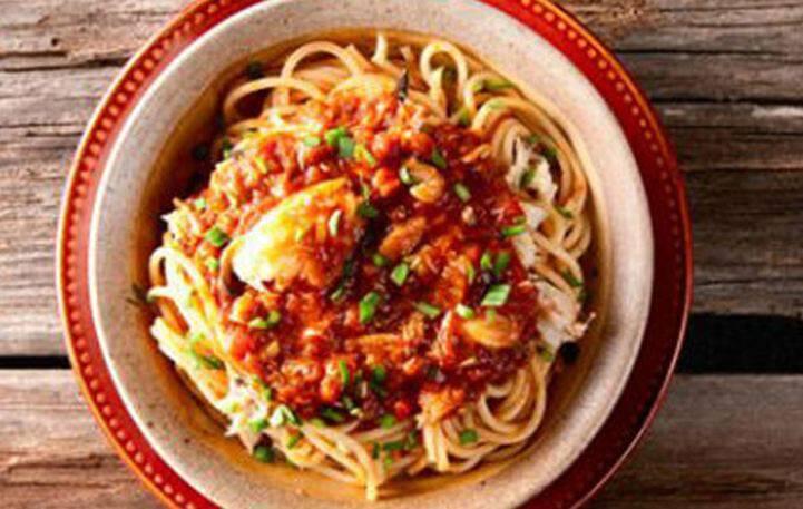 Σπαγγέτι με καβουρόψιχα και σάλτσα ντομάτας
