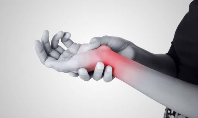 Σύνδρομο Καρπιαίου Σωλήνα: Πώς εκδηλώνεται και πώς θεραπεύεται