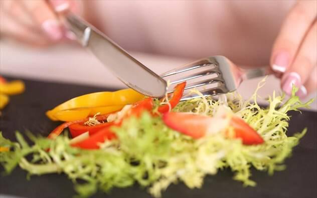 Ποιος είναι ο ευκολότερος τρόπος να σταματήσετε να τρώτε πολύ;