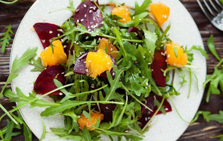 Σαλάτα με ρόκα και πορτοκάλι