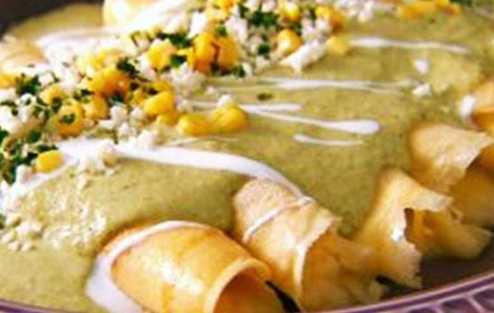Φτιάξε αλμυρές κρέπες με τυρί, κοτόπουλο και καλαμπόκι