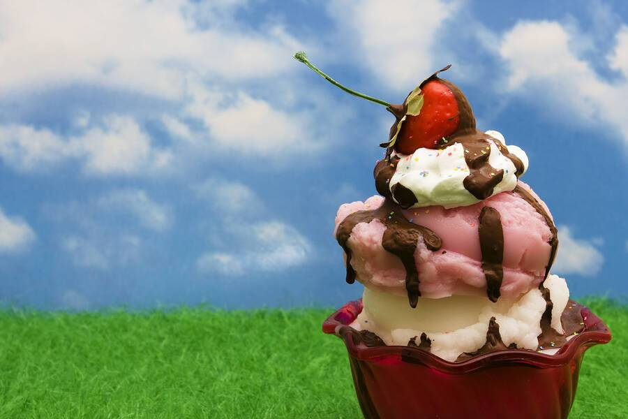 Ένα χρήσιμο tip για να προστατεύσετε τα δόντια σας από τη ζάχαρη του παγωτού