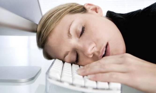 Σύνδρομο Χρόνιας Κόπωσης: Συμπτώματα και τι να κάνουν όσοι νιώθουν διαρκώς κουρασμένοι