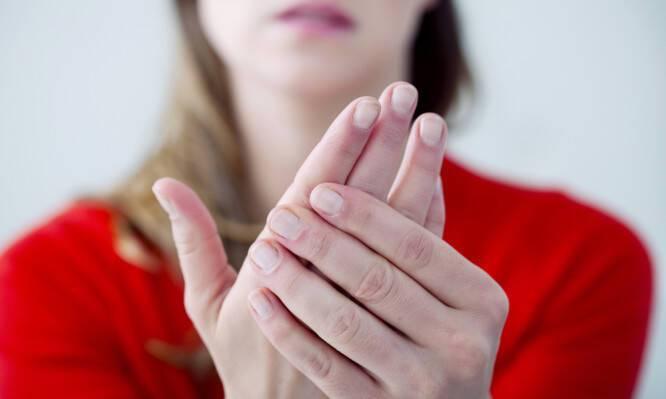 Κρύα χέρια: Οι πιθανές σοβαρές αιτίες και πότε πρέπει να πάτε στο γιατρό!