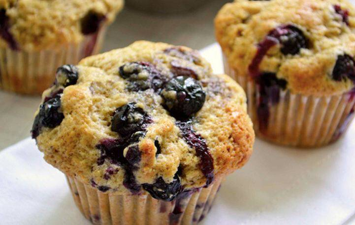 Muffins ολικής με σταφίδες