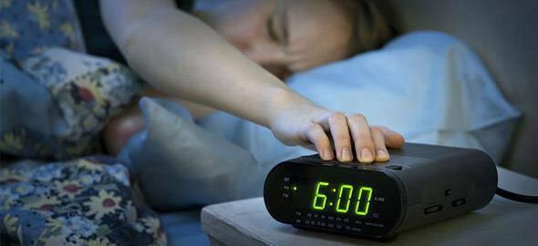 Πώς να σηκώνεστε πιο εύκολα από το κρεβάτι κάθε πρωί
