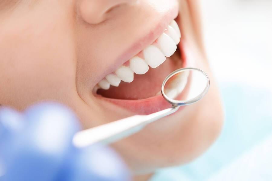 Τέσσερα ανησυχητικά συμπτώματα στο στόμα και τι σημαίνουν
