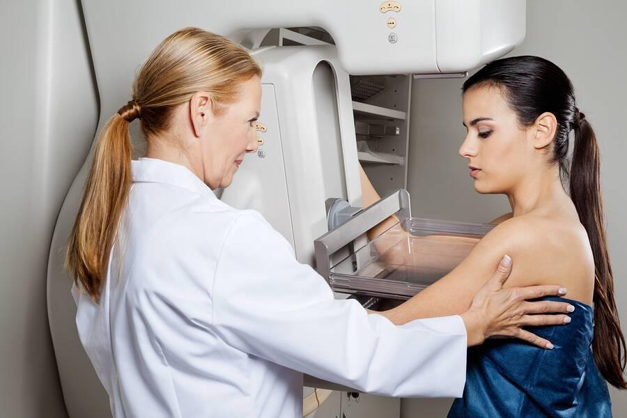 Καρκίνος του στήθους: 4 παράγοντες που μπορεί να οδηγήσουν σε λάθος διάγνωση