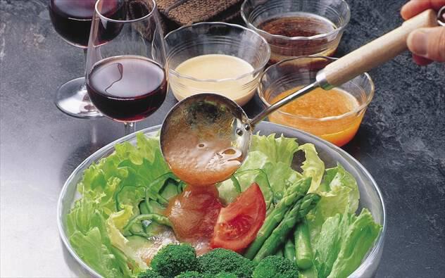 Φτιάξτε νόστιμο ντρέσινγκ με λίγες θερμίδες