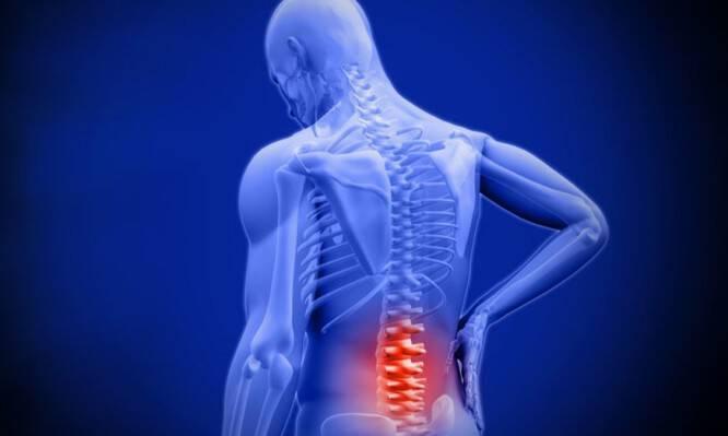 Πόνος χαμηλά στην πλάτη: Αίτια, ανάλυση και ποιες κινήσεις θα σας ανακουφίσουν [vids]