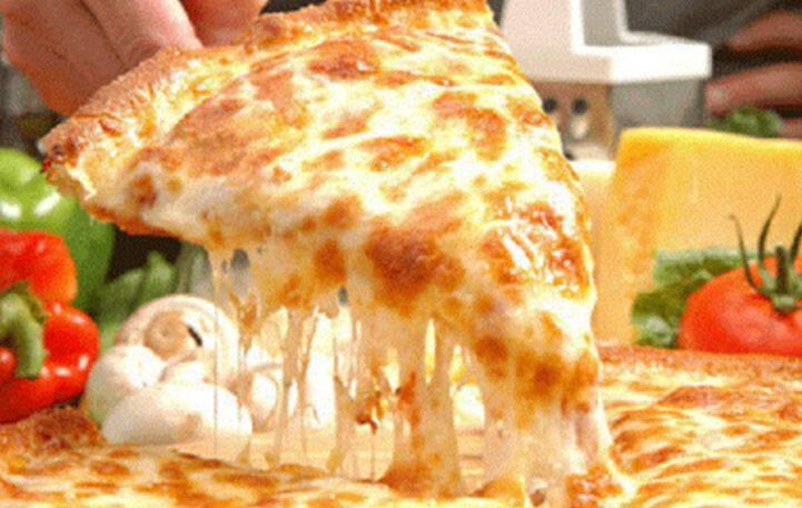 Σπιτική πίτσα με 4 τυριά για μικρούς και μεγάλους