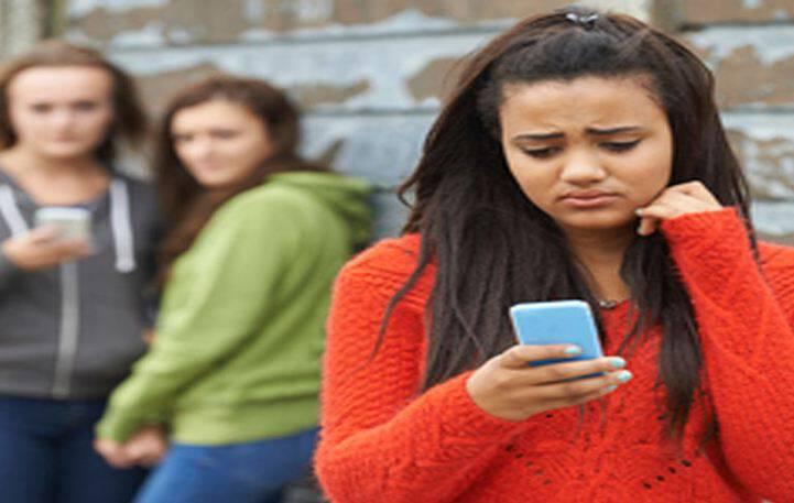 Το 45% των νεαρών κοριτσιών έχει βιώσει διαδικτυακό bullying