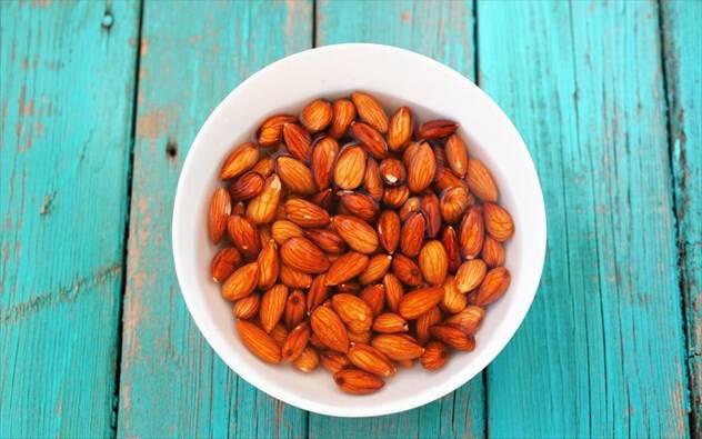 Πρέπει να μουσκεύουμε τους ξηρούς καρπούς;