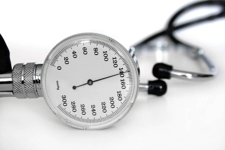 Η αρτηριακή υπέρταση υπεύθυνη για τα μισά εγκεφαλικά επεισόδια