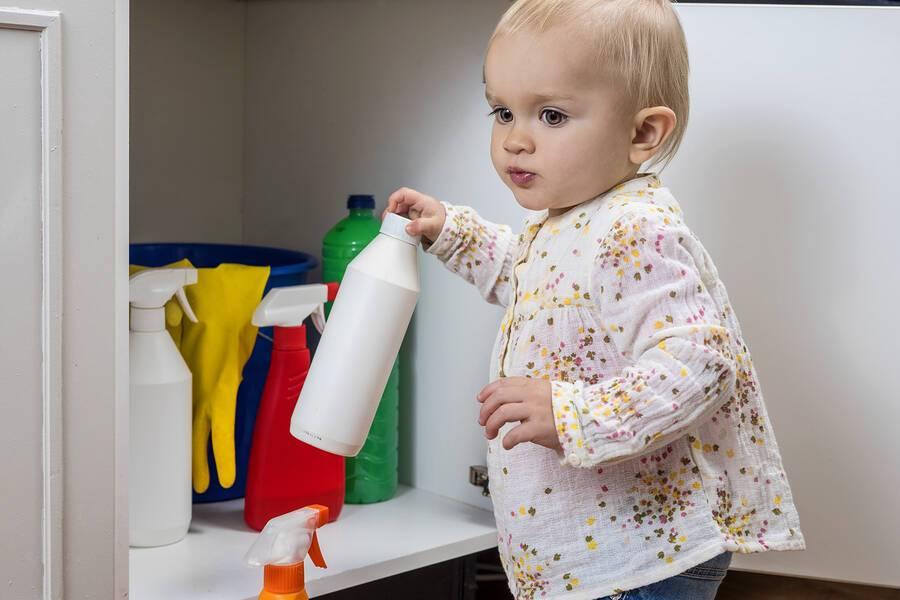 Δηλητηρίαση στα παιδιά: Ενδείξεις & πρώτες βοήθειες