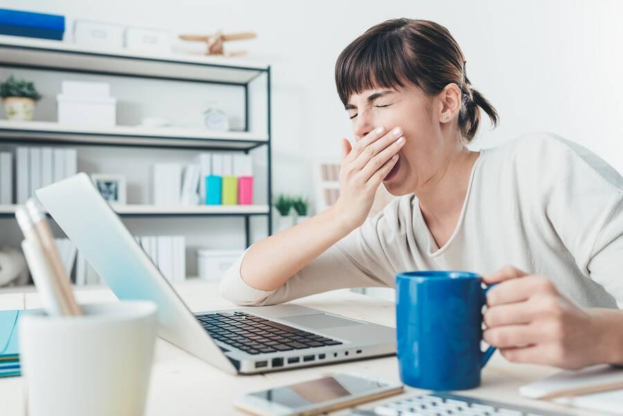 Μόνιμη κούραση; Πώς θα καταλάβετε αν φταίει η έλλειψη ύπνου