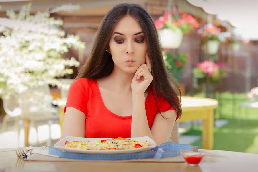Ποια προβλήματα υγείας αποκαλύπτει η μόνιμη πείνα