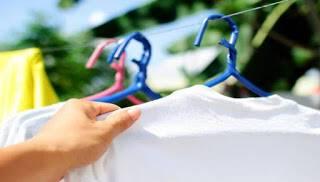 Το πιο εύκολο τέχνασμα για να κάνετε τα ρούχα σας να λάμπουν!