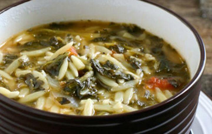 Σούπα με κριθαράκι, ντομάτα και σπανάκι