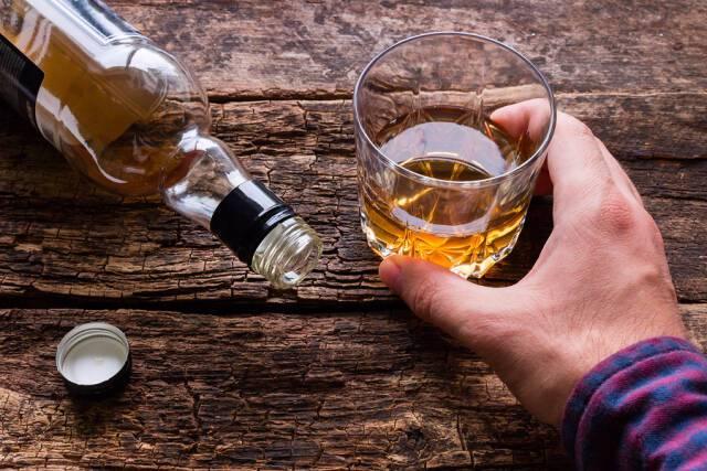 Πώς επιδρά το αλκοόλ στη χοληστερίνη