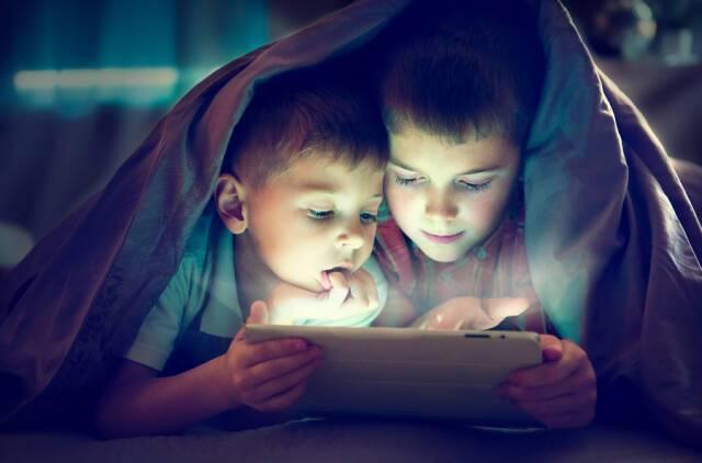 Οι ηλεκτρονικές συσκευές «κλέβουν» τον ύπνο των παιδιών