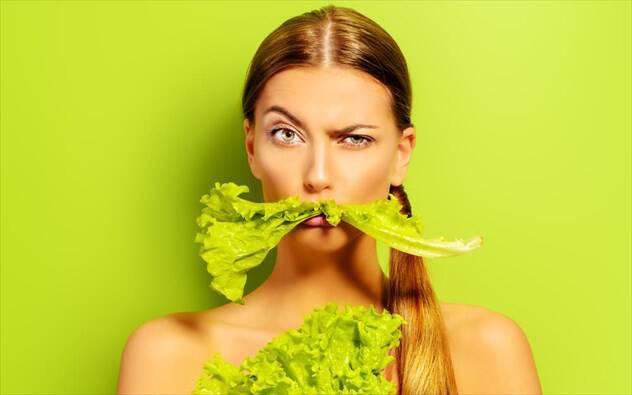 Τι να φάτε για να διώξετε τη μυρωδιά σκόρδου από την αναπνοή σας