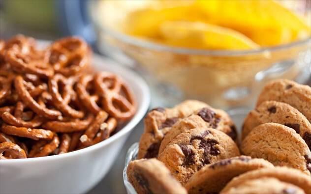 Μάσημα τσίχλας και άλλα επτά κόλπα για λιγότερο φαγητό