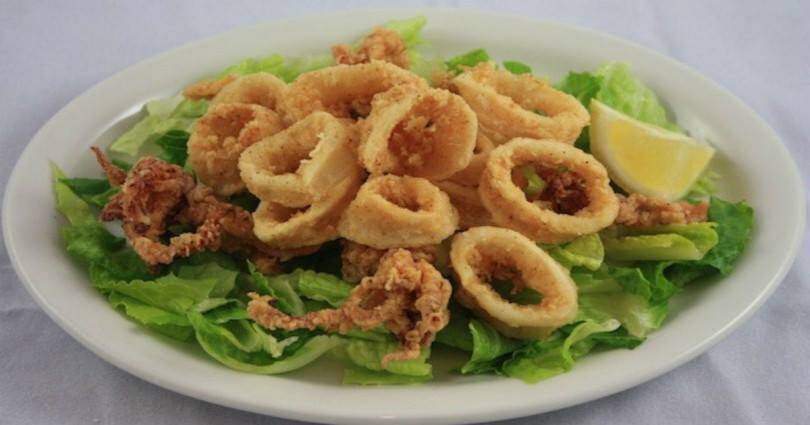 Πώς να πετύχετε τα τηγανιτά καλαμαράκια πολύ μαλακά μέσα… και τραγανά έξω!
