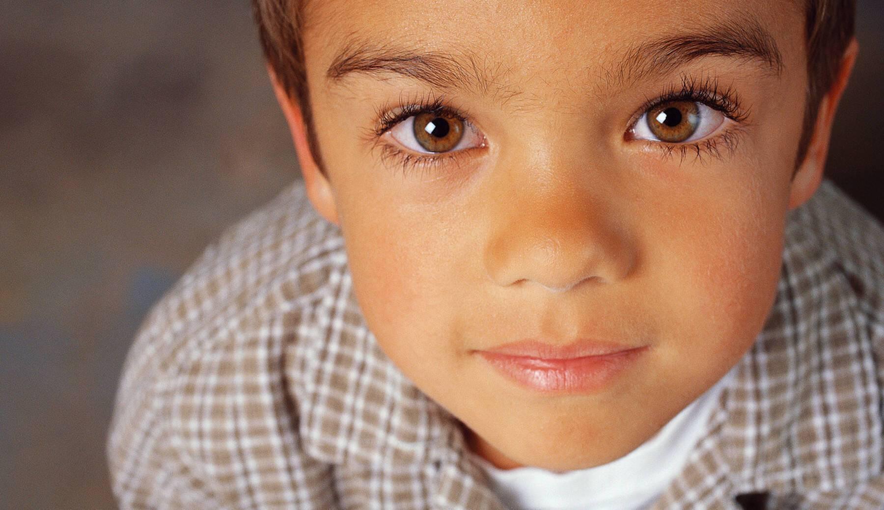 Ανακοινώνοντας τη διάγνωση του αυτισμού σε οικογένεια και φίλους