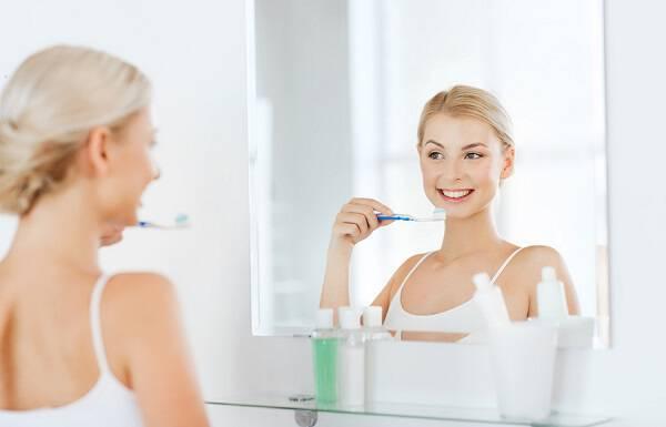 Λευκά σημάδια στα δόντια: Τι μπορεί να σημαίνουν