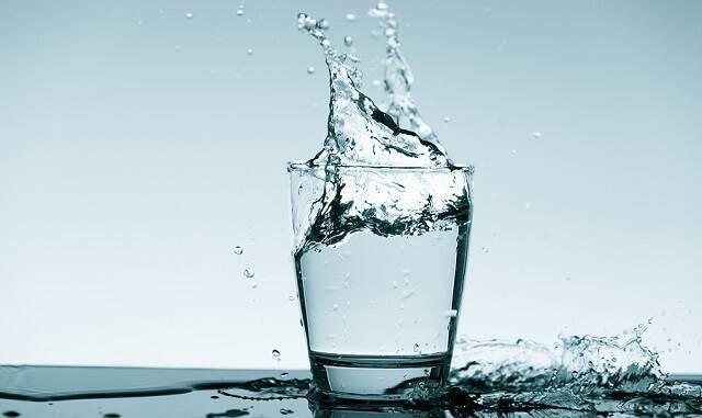 Πρόληψη ουρολοίμωξης: Πόσο νερό πρέπει να πίνουν οι γυναίκες