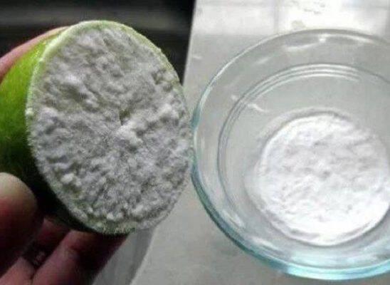 Βούτηξε μισό λεμόνι σε μαγειρική σόδα… Είναι απίστευτο τι μπορεί να κάνει στο σώμα μας σε 1 μόνο εβδομάδα!!!