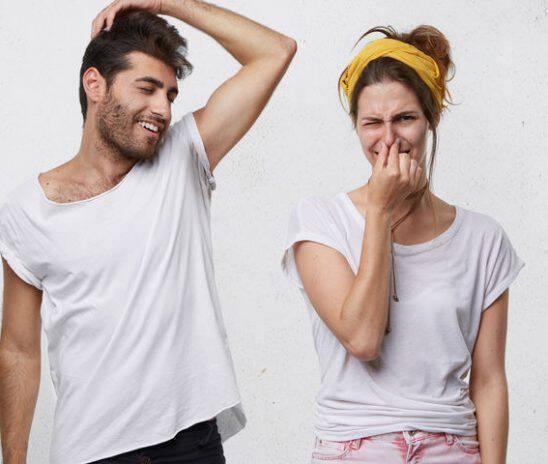 Δυσοσμία σώματος: 3 παράξενες μυρωδιές και πού οφείλονται